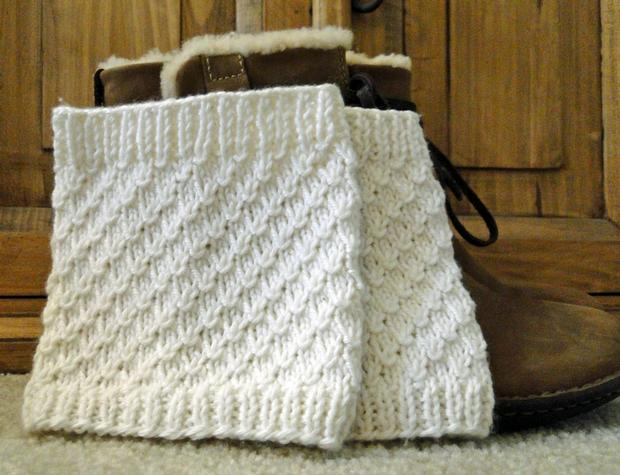 Teardrop White Boot Cuffs Knitting Patterns And Crochet Patterns