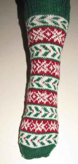 His & Hers Holly Socks - Knitting Patterns and Crochet Patterns from ...