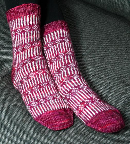 Flowers On A Fence Socks Knitting Patterns And Crochet Patterns