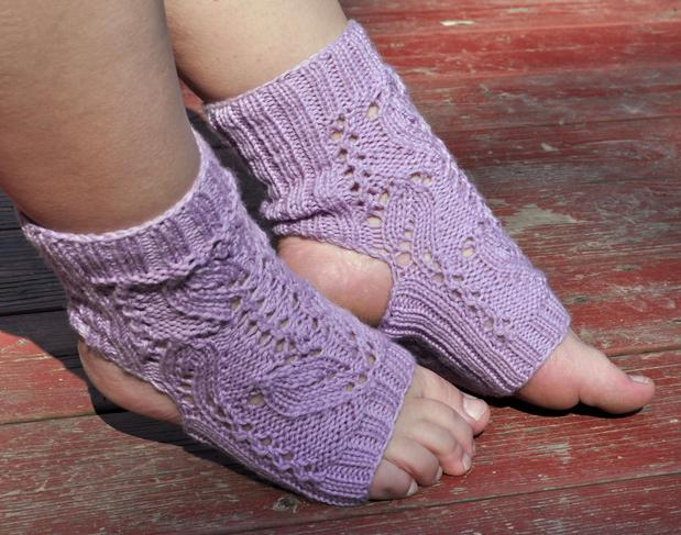 Tulip Lace Yoga Socks Knitting Patterns And Crochet Patterns From