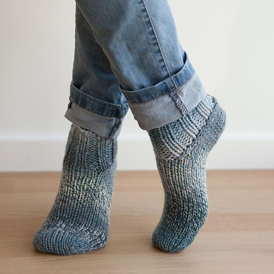 Knitting Pattern Chunky Bed Socks : Chunky Slippers Pattern - Knitting Patterns and Crochet Patterns from KnitPic...