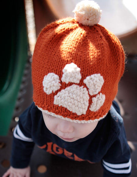 Tiger Stamped Hat Pattern - Knitting Patterns and Crochet Patterns from KnitP...
