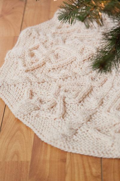 Tannenbaum Tree Skirt - Knitting Patterns and Crochet Patterns from ...