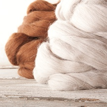 White and brown raw fibers