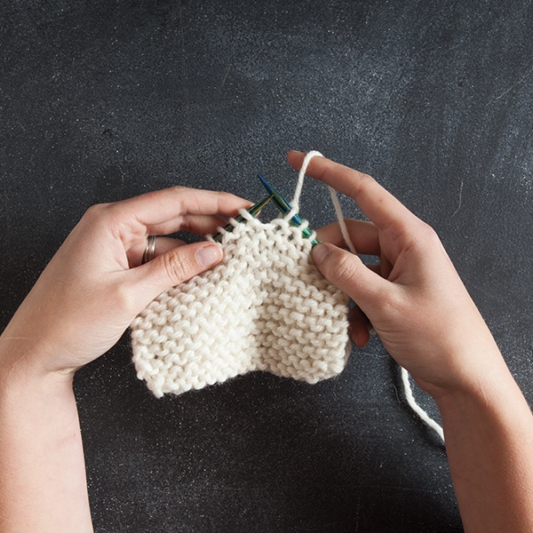 Learn to Knit: Knit Stitch Continental