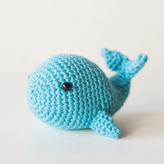 Amazon.com: Vietsbay Humpback Whale Handmade Amigurumi Stuffed Toy ... | 560x560
