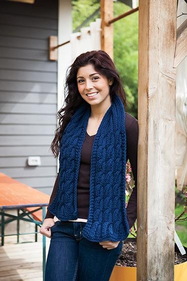 Chunky cable knit scarf pattern using Knit Picks Wool of the Andes bulky yarn