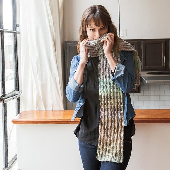 easy slip stitch scarf pattern in bulky weight yarn, knit stitches and slip stitches