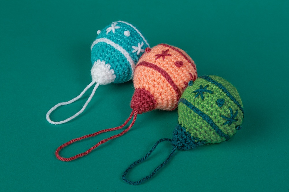Holiday Bulb Ornament Free Crochet pattern