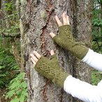 Cabled Pine Mitts