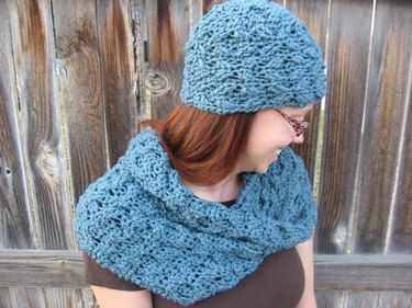 Warm Your Sweetheart Crochet Hat and Cowl Pattern