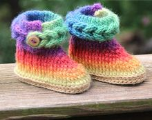 Knit-Look Braid Stitch Crochet Booties (Baby Sizes) Pattern