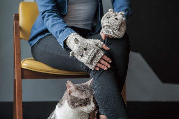 Talk to the Paw Mitts Pattern